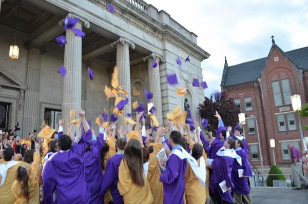 Tìm hiểu về trường trung học Bishop Guilfoyle Catholic – Mỹ